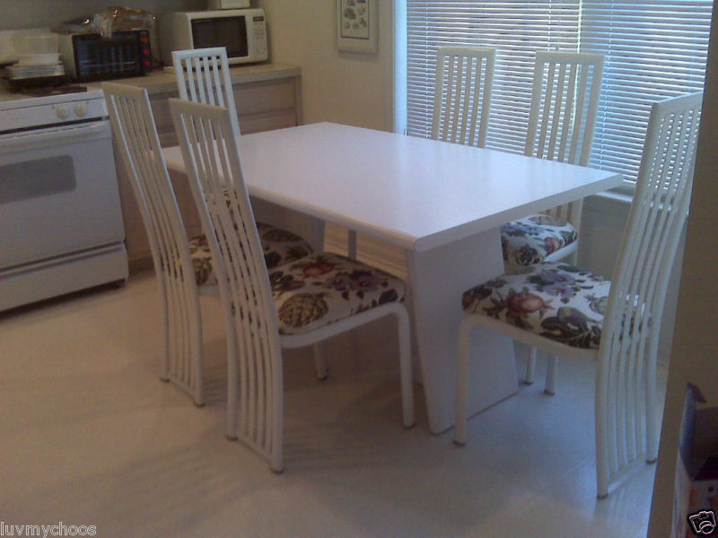 White Formica Kitchen Table With 4 White Metal Chairs Good