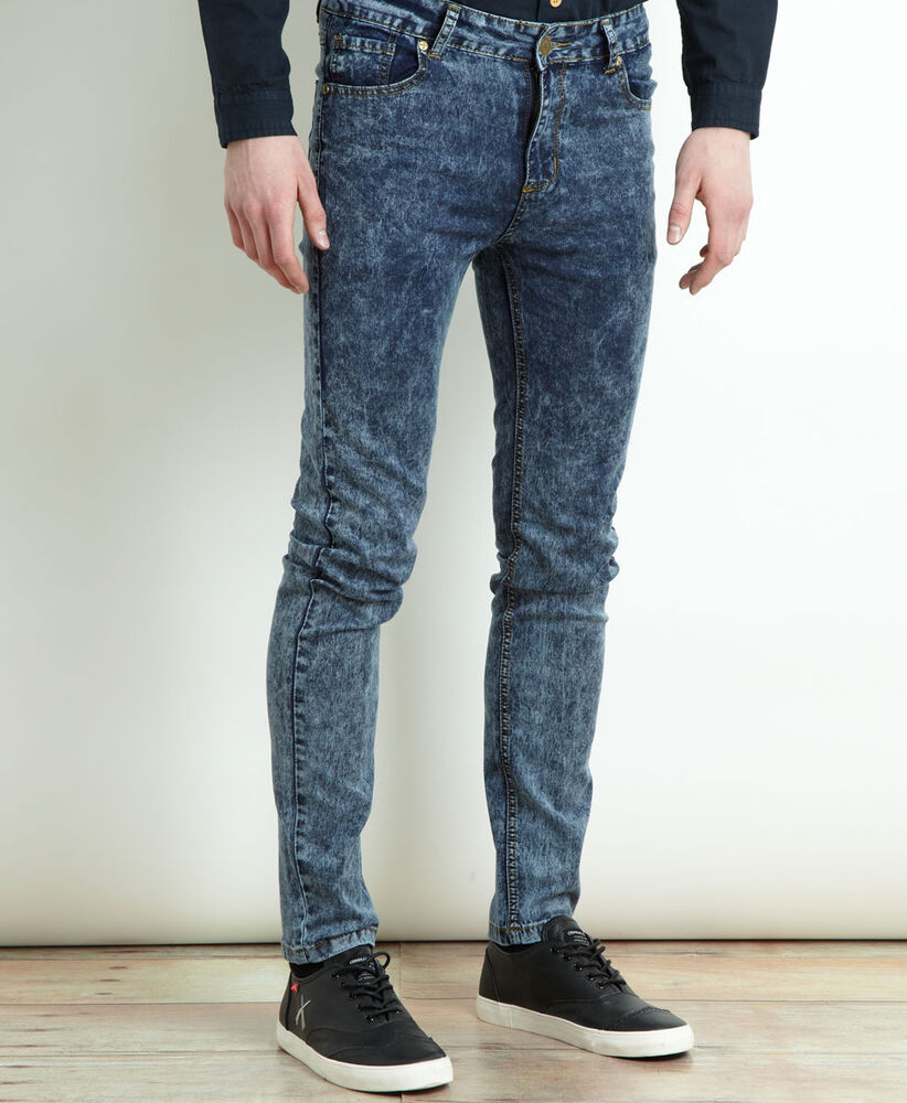 Acid wash jeans have a mottled appearance which is achieved by chemically bleaching the denim with chlorine or 'acid' soaked pumice, bleaching parts of the fabric to white. With a 90's punk aesthetic, acid wash denim is a bold choice, especially in darker hues making a fresh appearance for summer months.
