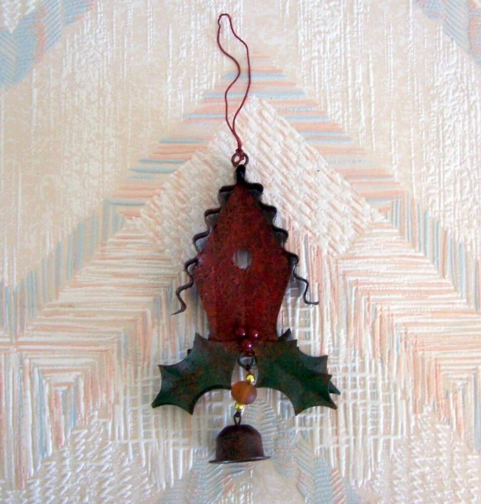 birdhouse christmas string ornament metal regal art red birdhouse holly leaves ebay. Black Bedroom Furniture Sets. Home Design Ideas