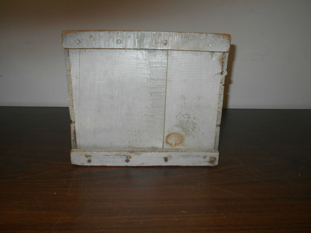 early antique primitive wood wooden egg box with old gray paint ebay. Black Bedroom Furniture Sets. Home Design Ideas