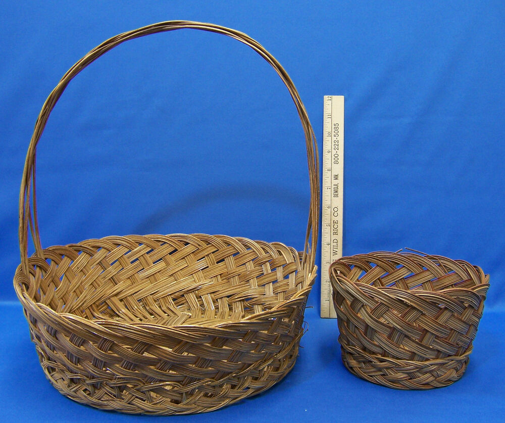 large round wicker woven basket with handle small round matching basket lot of 2 ebay. Black Bedroom Furniture Sets. Home Design Ideas