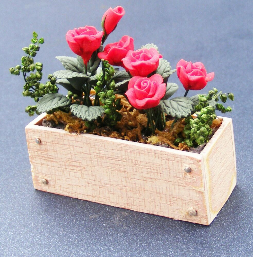 1 12 Scale Red Roses In A Wood Window Box Dolls House