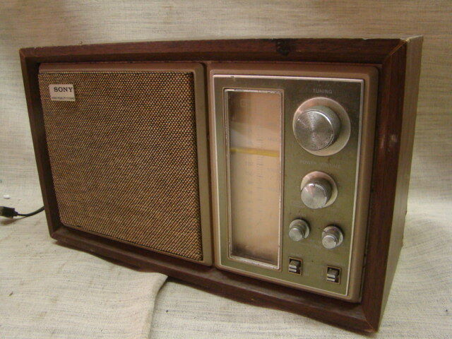 vintage high fidelity sound sony am fm table radio model no icf 9550w ebay. Black Bedroom Furniture Sets. Home Design Ideas
