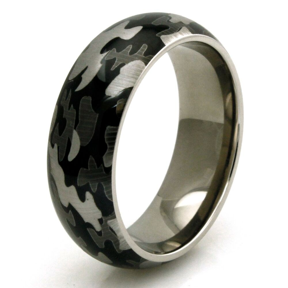 Men39s titanium snow camouflage camo design engravable for Camoflauge wedding rings
