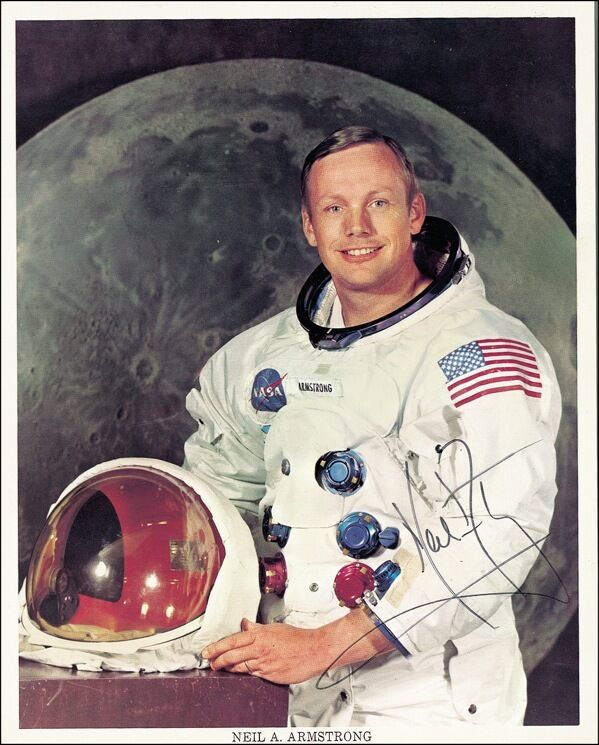 neil armstrong was left handed - photo #6