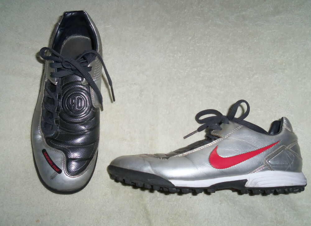 d59d0e8dd13b BOYS NIKE TOTAL NINETY 90 SILVER ASTRO TURF FOOTBALL BOOTS UK SIZE 5.5