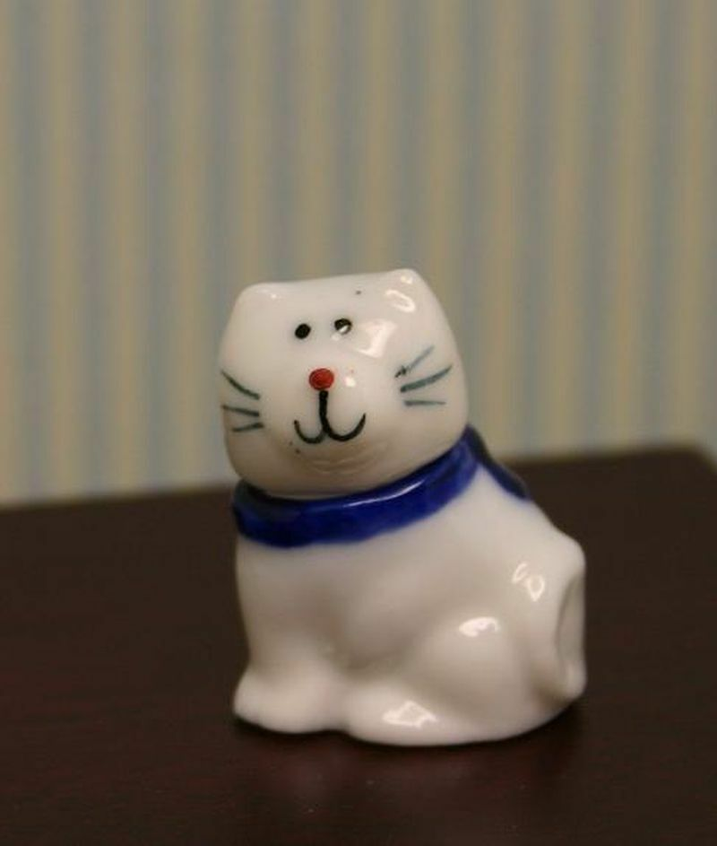 Dollhouse Miniature Blue White Porcelain Cat Cookie Jar