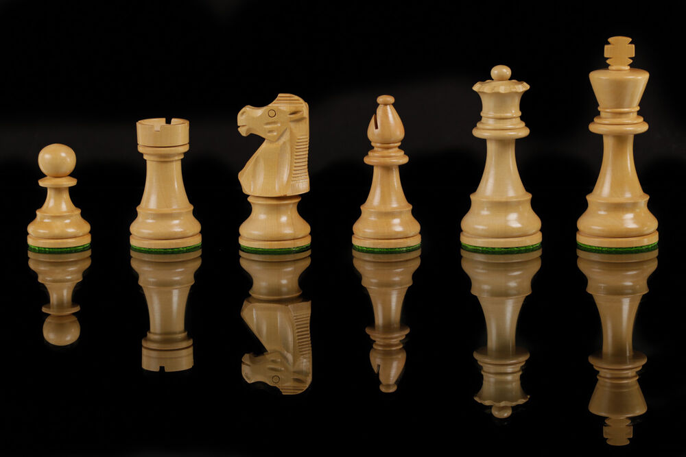 Wood chess set hand crafted staunton pieces silcone board for Hand crafted chess set