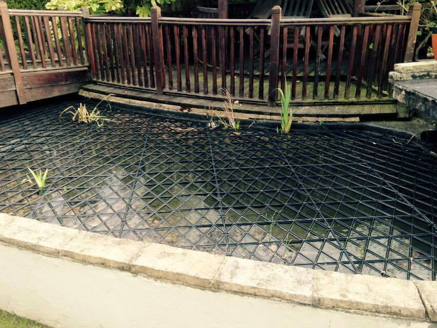 Fish pond floating protection grids protects fish from for Fish pond protection