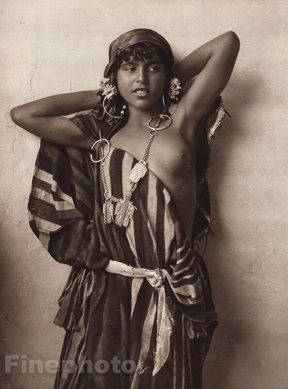 old photo for arab nude girl