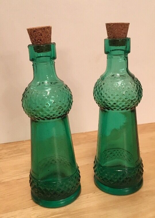 Vintage decorative colored 4 5 glass bottles with corks for Colored glass bottles with corks