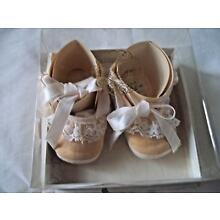 VINTAGE MRS. DAYS INFANT SHOES SIZE 0 NEW IN BOX NOS