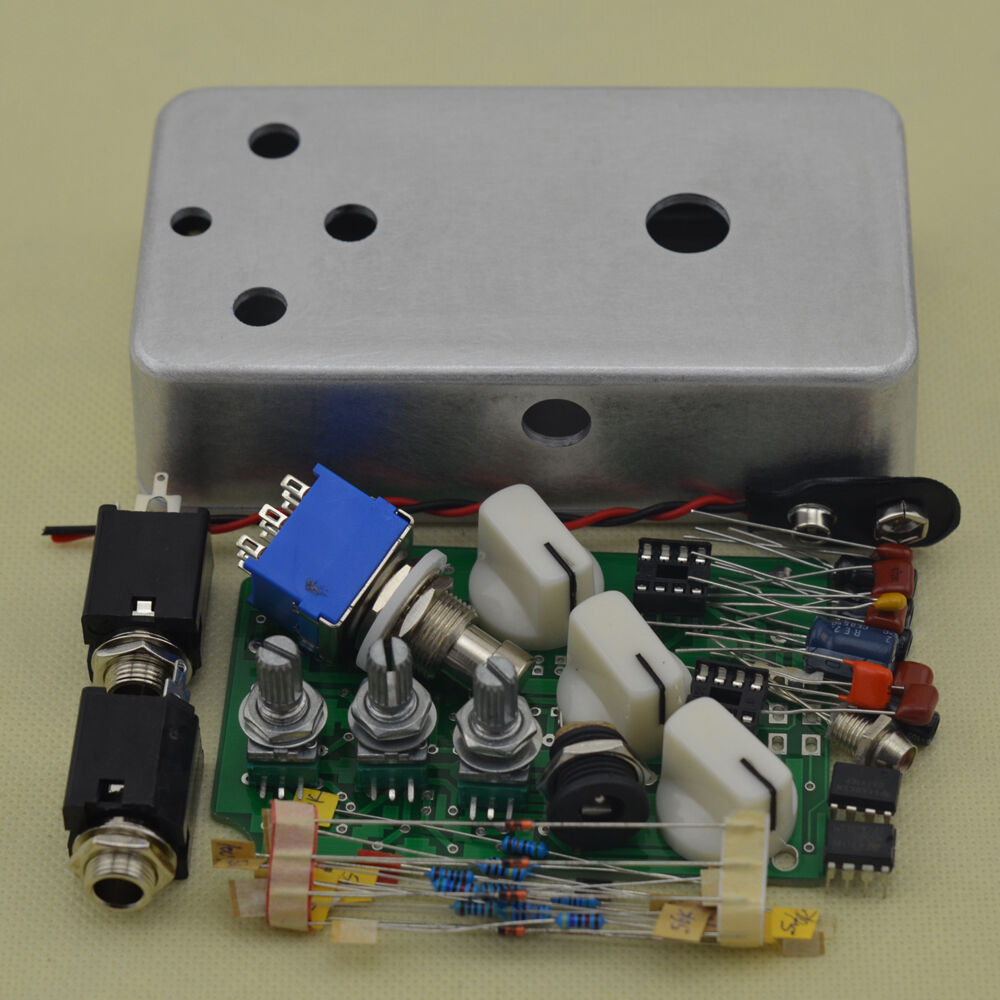 fuzz diy pedal kit with pre drilled1590b box and ic 4558d ua741cp pedal kits 702756454396 ebay. Black Bedroom Furniture Sets. Home Design Ideas