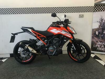 2018 KTM Duke 125 ONLY 3290 MILES Manual