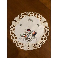 Kyпить Embroidered Snowman on Sled Doily New на еВаy.соm