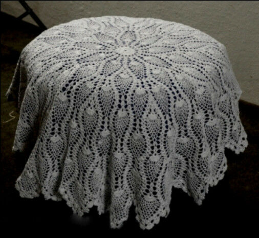 Round crochet tablecloth / table topper