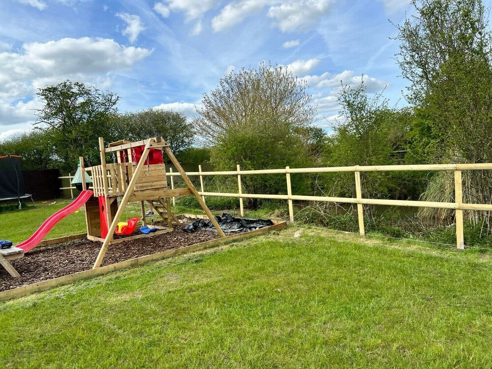 Wooden post and rail packs for a fence fencing