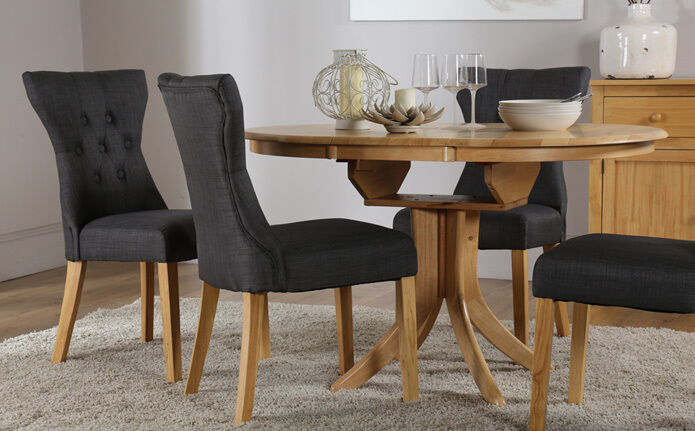 Hudson Bewley Round Extending Oak Finish Dining Table 4 6 Chairs