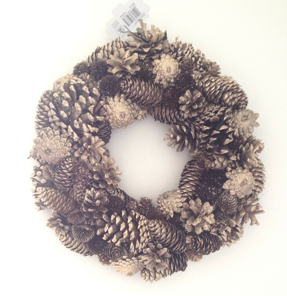 Beautiful large christmas autumn winter gold pine cone for Large christmas pine cones