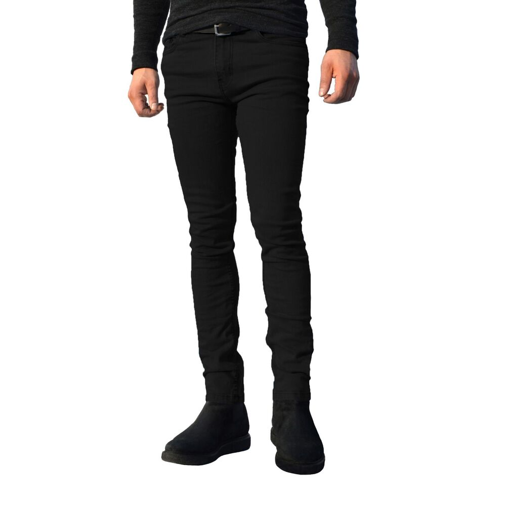 The skinny fit may well be the best jeans for guys with big leg – that is guys who have big legs because they go to the gym a lot. Clinging to every curve and muscle, these jeans will show off all of that hard work and create a fantastic impression.