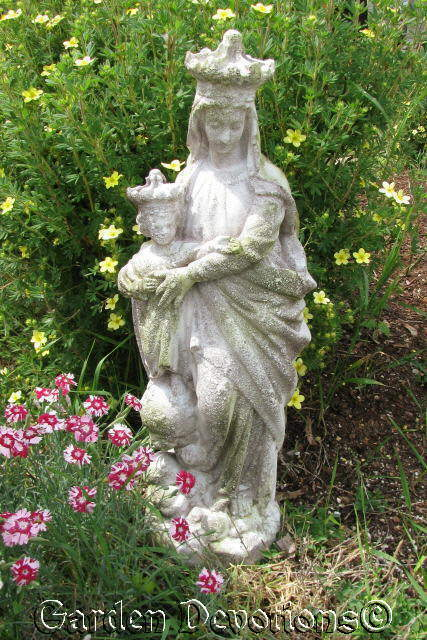27 Virgin Mary Child Fiberglass Garden Statue Our Lady Of Victory W Crown Ebay