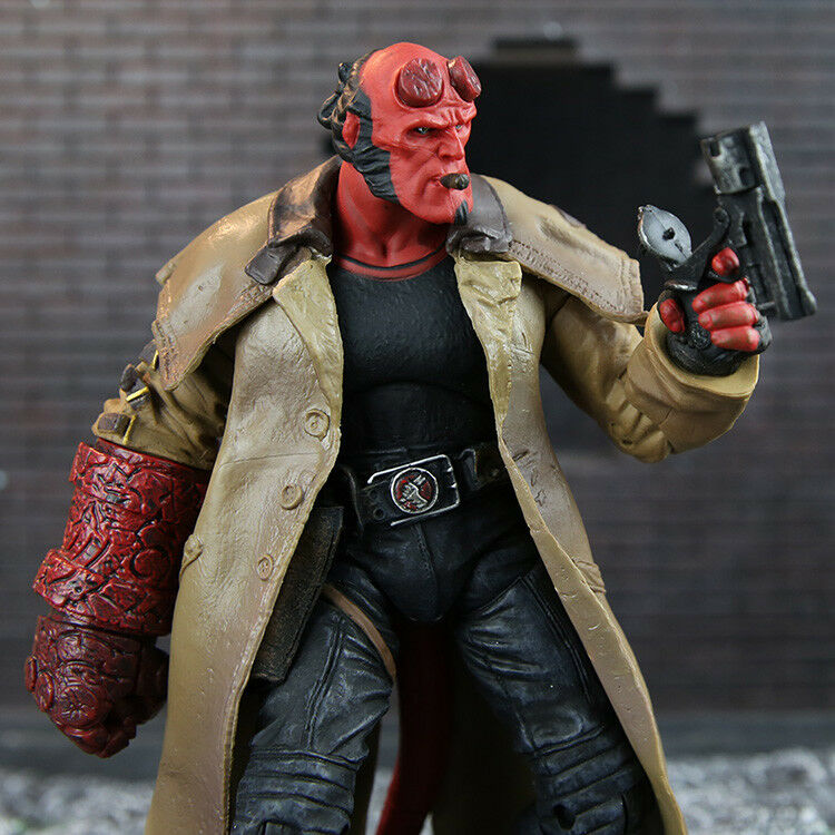 "Hellboy Action Figure: Hellboy Mezco HB 7"" Action Figure Smoking Ver. Series 2"