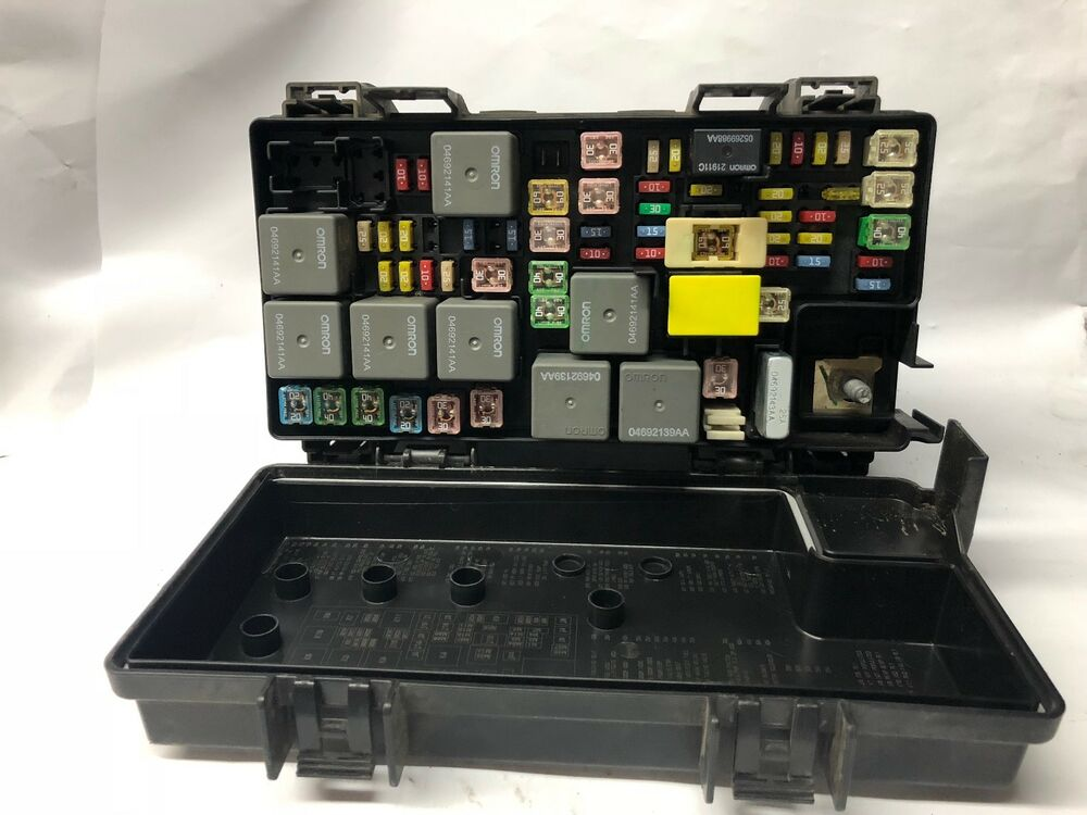 2008 Jeep Liberty Nitro Fuse And Relay Box Power Distribution Center R4692235ah
