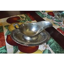VINTAGE SILVERPLATE GRAVY BOAT WITH UNDER DISH