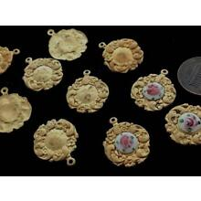 Vintage 18 x 21mm Solid Brass Floral Perimeter Charms 10