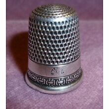 Antique Sterling Silver Cartouches Pattern Thimble Simons Bros.