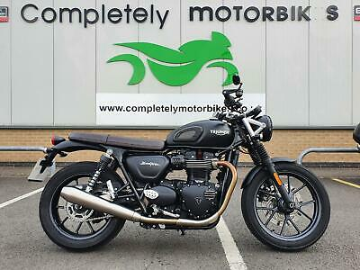TRIUMPH STREET TWIN 2018 - ONLY 4303 MILES FROM NEW