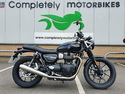 TRIUMPH STREET TWIN 2019 (69) ONLY 151 MILES !!!