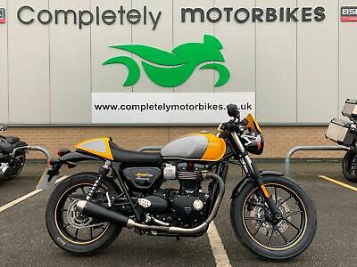 TRIUMPH STREET CUP 2017 - ONE OWNER - ONLY 4130 MILES !