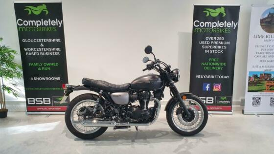 KAWASAKI W800 STREET - 2021 - ONE OWNER - 3 MILES FROM NEW