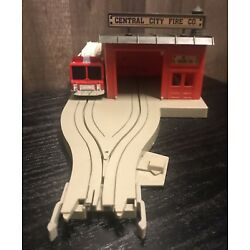 US 1 Electric Trucking Firehouse and Fire Engine W/Slot Car Fire Truck & Manual