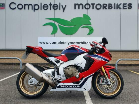 HONDA CBR1000RR FIREBLADE SP 2018 - ONE PRIVATE OWNER - ONLY 5440 MILES FROM NEW