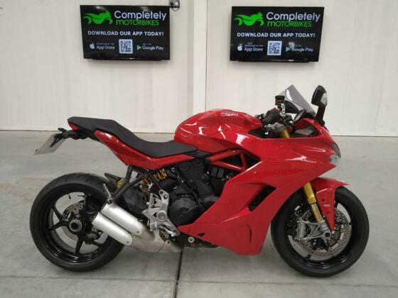 DUCATI SUPERSPORT S 2017 - ONLY 7749 MILES FROM NEW!
