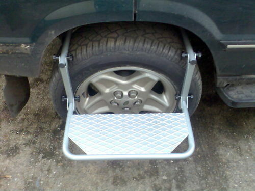 Deployed Side Steps For Range Rover Genuine Accessory: Land Rover / Universal Wheel Step