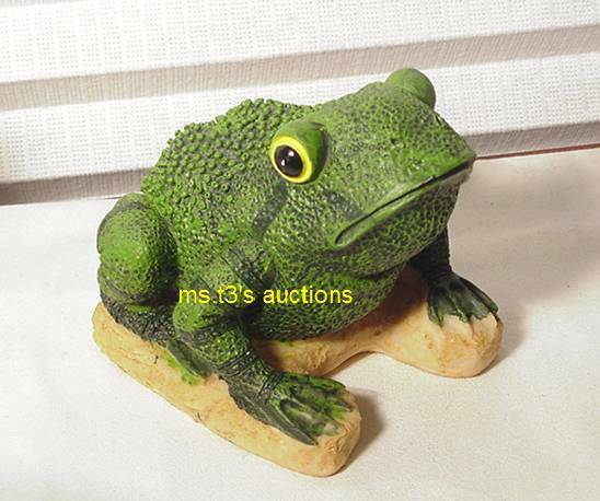 Stsatuette For Outdoor Ponds: GREEN FROG On TURF Garden Statue Pond/yard Decor *NEW*