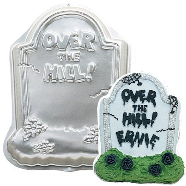 New Wilton Over The Hill Tombstone Halloween Cake