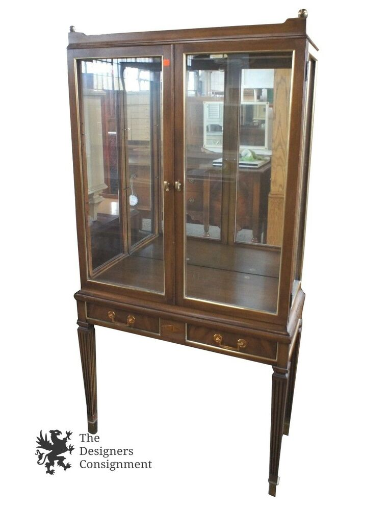vintage display curio cabinet hutch w 2 glass doors w light 67 tall ebay. Black Bedroom Furniture Sets. Home Design Ideas
