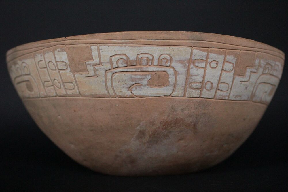 MAYAN FLESH COLOR POTTERY FRAGMENT WITH GLYPHS 600 - 800 A ...