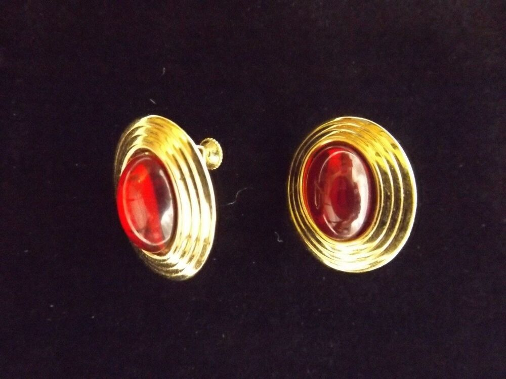 Red Glass Stone : Napier red glass stone gold tone screw back clip on