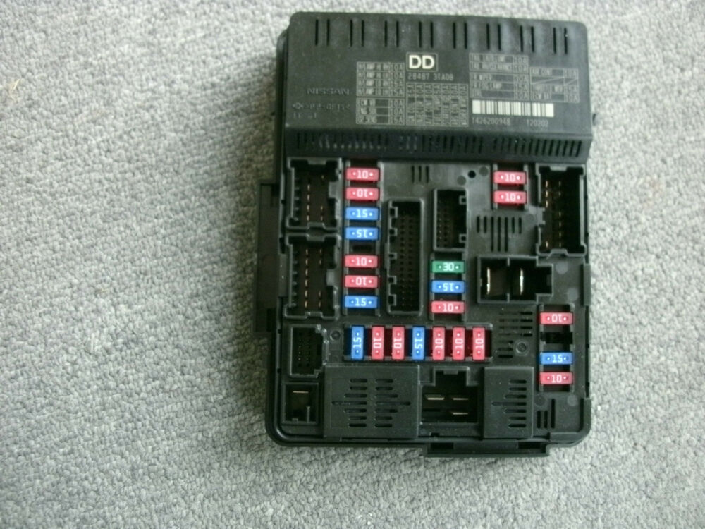 Nissan 284B7 3TA0B INSTRUMENT PANEL CONTROL UNIT FUSE BOX