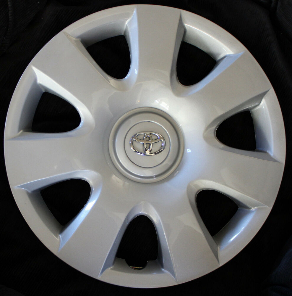 2005 Toyota Camry Hubcap