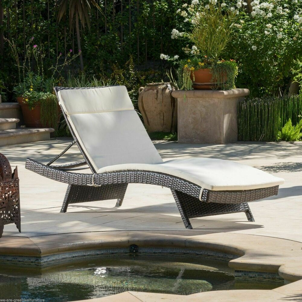 Outdoor Patio Furniture Pool Adjustable Wicker Chaise Lounge Chair With Cushi