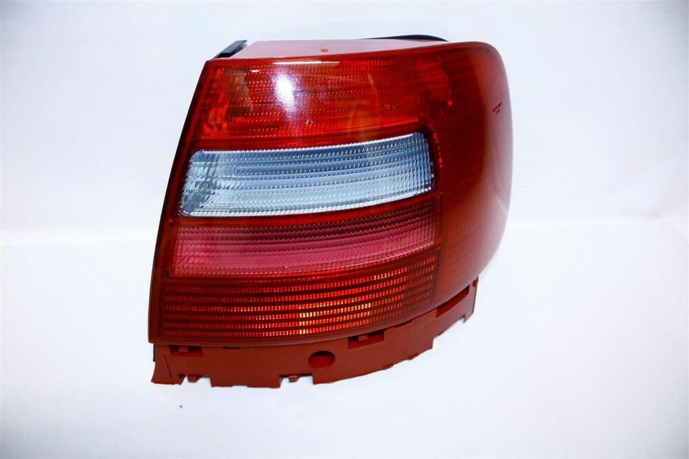 Audi A4 S4 B5 8d 1997 1998 Rear Tail Light Lamp Right