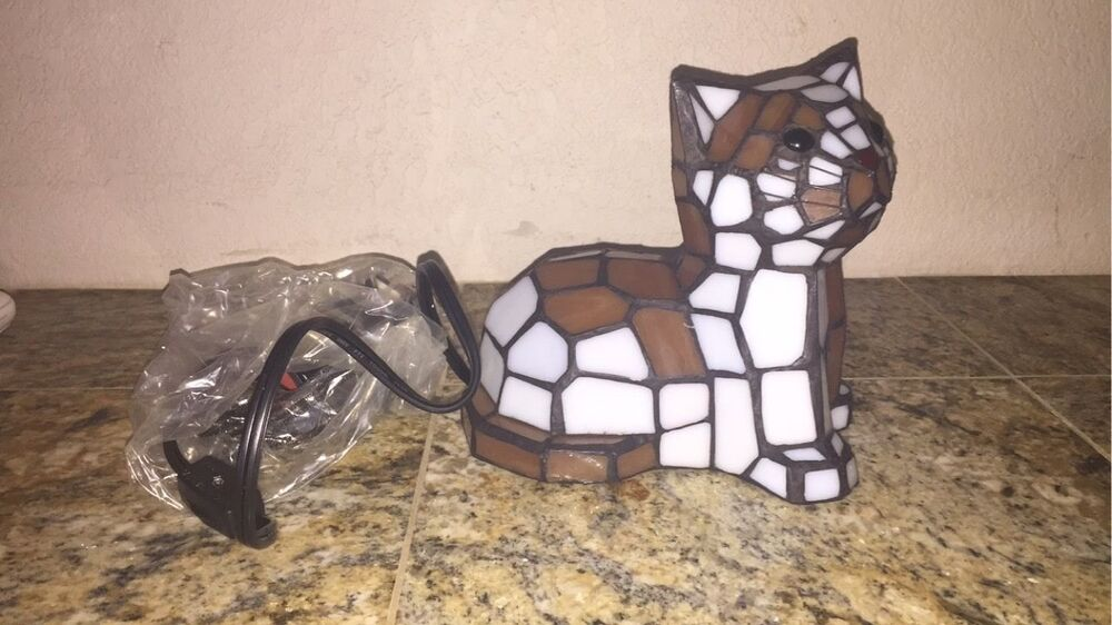 brand new tiffany style cat stained glass lamp ebay. Black Bedroom Furniture Sets. Home Design Ideas