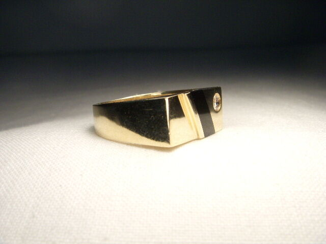 Handsome Estate 14k Yellow Gold Inlaid Black Onyx Diamond