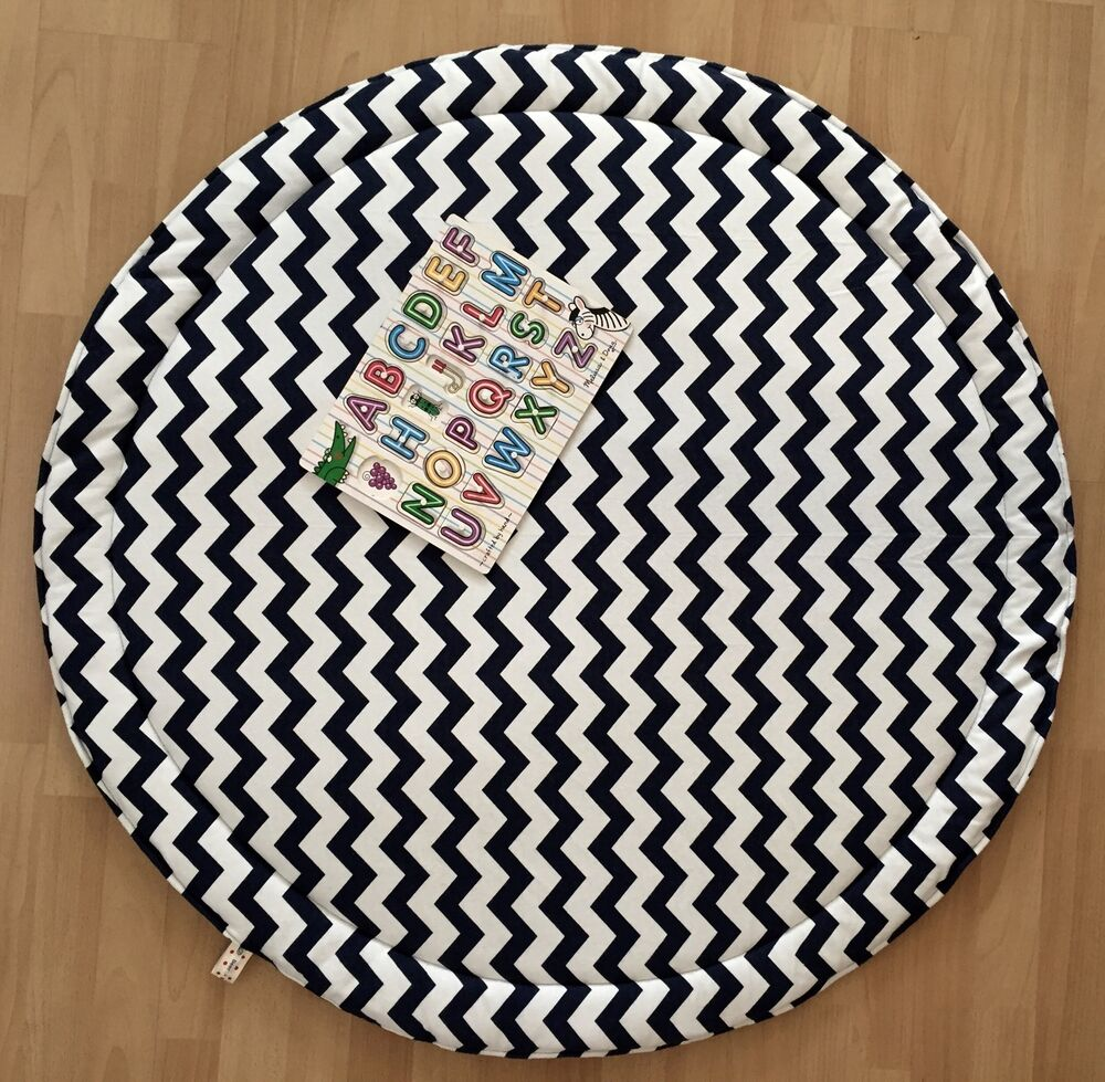 BLACK AND WHITE BABY PADDED ROUND TUMMY TIME PLAY MAT